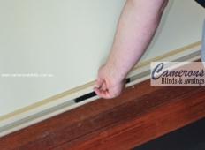 Ziptrak® Blind Features - Central Opening Handle